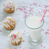 Muffins and milk — Foto de Stock