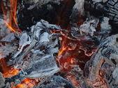 Hot coals in an outdoor fireplace — Stock fotografie