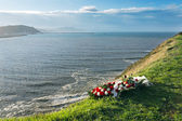 Memorial flowers because a dead at sea — Stock Photo