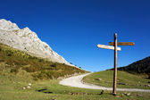 Signpost in the mountain with blue sky — Stock Photo