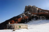 House in mountain with snow in winter — Foto de Stock