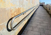 Metal railings on slope of pedestrian walkway — Stock Photo