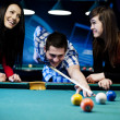 Friends playing billiard — Stockfoto