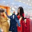 Best friends shopping — Stockfoto