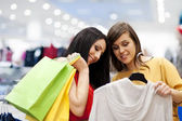 Best friends shopping — Stock Photo