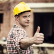 Construction Worker Gestikulieren Daumen hoch — Stockfoto #21833457