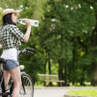 Cyclist drinking mineral water — 图库照片