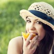 Woman eating orange — Stock Photo