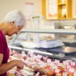 Senior woman at supermarket — Stock Photo #21915811