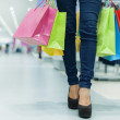 attraktiv kvinna shopping — Stockfoto #21915873