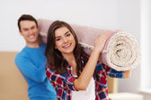 Young couple moving in to new house — Stock Photo