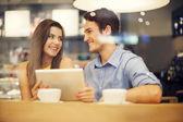 Romantický datum v kavárně — Stock fotografie