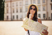 Tourist girl with map wondering where she should go — Stock Photo