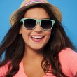 Summer woman wearing sunglasses and straw hat  — Foto de Stock