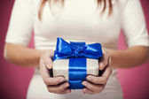Hands holding gift — Stock Photo
