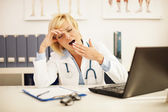 Female doctor had a very exhausting day at work — Stockfoto