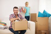 Couple unpacking in their new home — Stock Photo