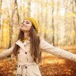 Young woman enjoying nature — Stock Photo