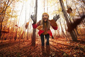 Young woman have fun with leaves — Stock Photo