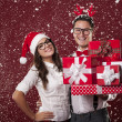 Nerd couple with christmas presents — Stock Photo