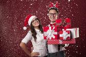 Nerd couple with christmas presents — Stock Photo