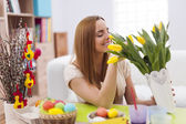 Woman decorating home for easter — Stock Photo