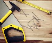 在木材上的工作工具 — 图库照片