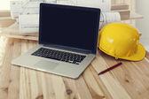 Laptop no local de trabalho — Fotografia Stock