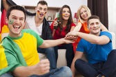 Friends supporting football team — Stock Photo