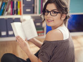 Woman reading her favorite book — Stock Photo