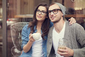 Couple drinking coffee — Stockfoto