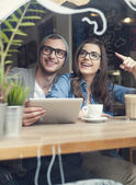 Couple using digital tablet — Stockfoto