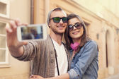 Couple taking selfie by mobile phone — Stockfoto