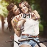 Hippie girls taking selfie — Stock Photo #48592201