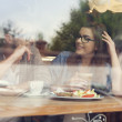 Couple on a date at restaurant — Стоковое фото #49933399