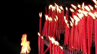 ритуальные свечи — Стоковое видео