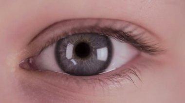 Love heart in human eye — Stock Video