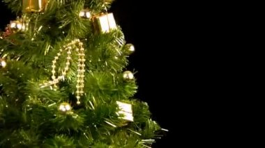 Green Christmas tree with gold ornaments rotate — Stock Video