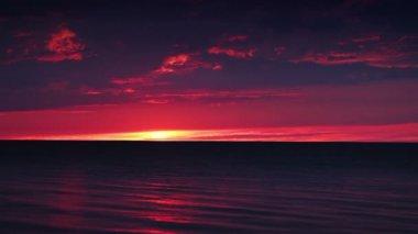 Mar en calma. puesta de sol — Vídeo de stock