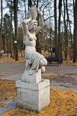 "Sculpture ""Carrying water (Girl with a jug)"". Svetlogorsk (until 1946 - Raushen), Kaliningrad oblast, Russia — Foto Stock"