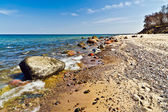 Beautiful Baltic beach: sea, rocks and sand — Stock Photo