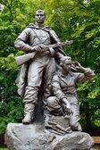 Gedenken an krieger - scout im sieg park, kaliningrad, russland — Stockfoto
