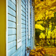 Old wooden cabin and autumn colors — Stock Photo