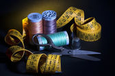 Old Metal Scissors, Metal Thimble, Sewing Thread Spools and Tail — Stock Photo