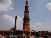 Qutub Minar & Rust Free Iron Pillar — Stock Photo