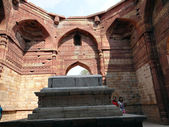 Quwwat-ul-Islam mosque2 — Stock Photo