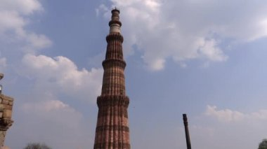Aeroplane & Qutub Minar — Stock Video