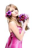 Jolie fille en robe rose — Photo