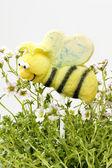 Ciasto wyskakuje w kształcie pszczoły — Zdjęcie stockowe