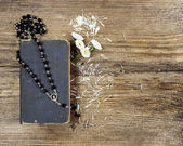 The Bible and a rosary — Stock Photo